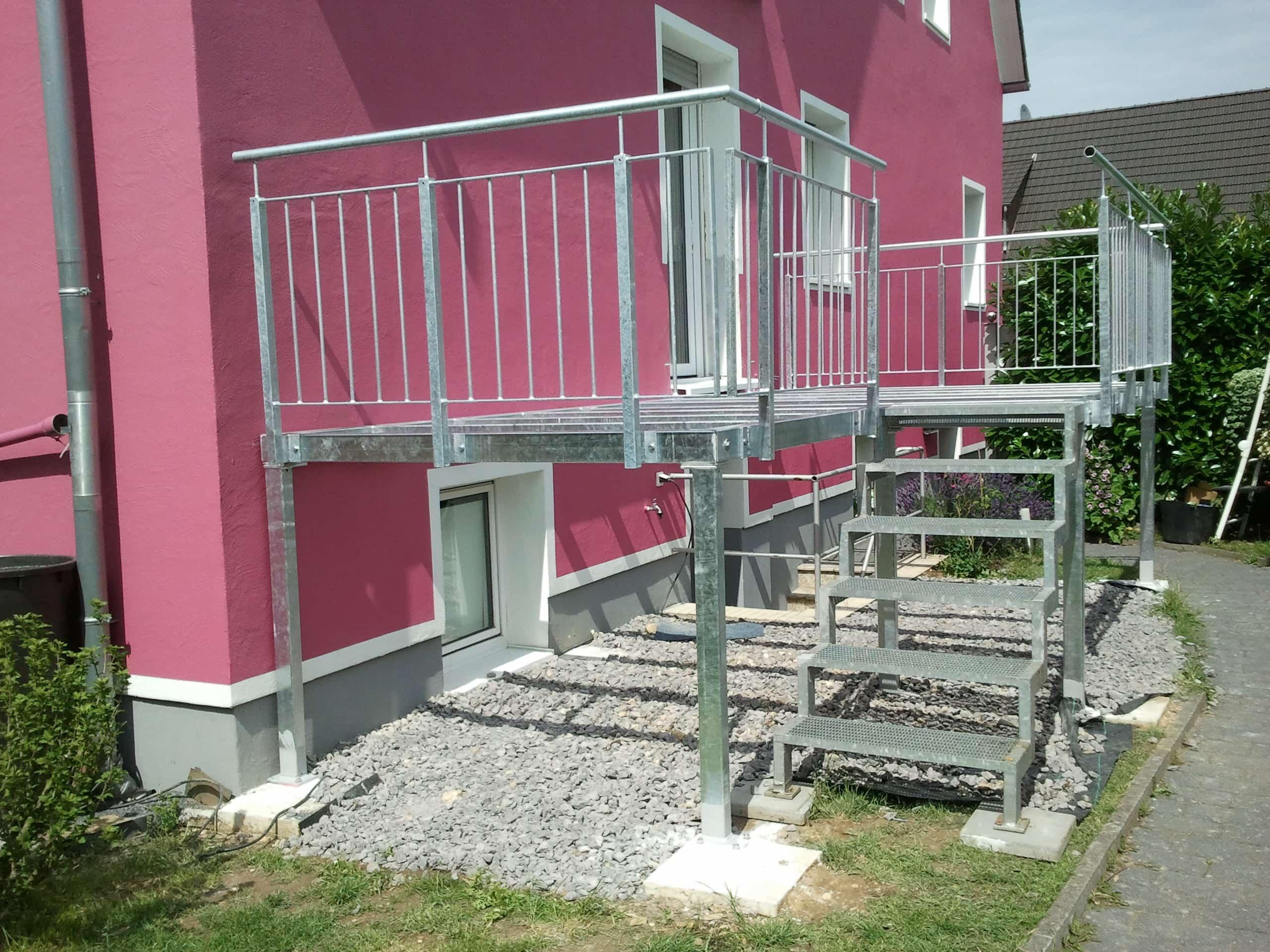 Balkone gefertigt aus feuerverzinktem Stahl vom Metallbaubetrieb Kromm