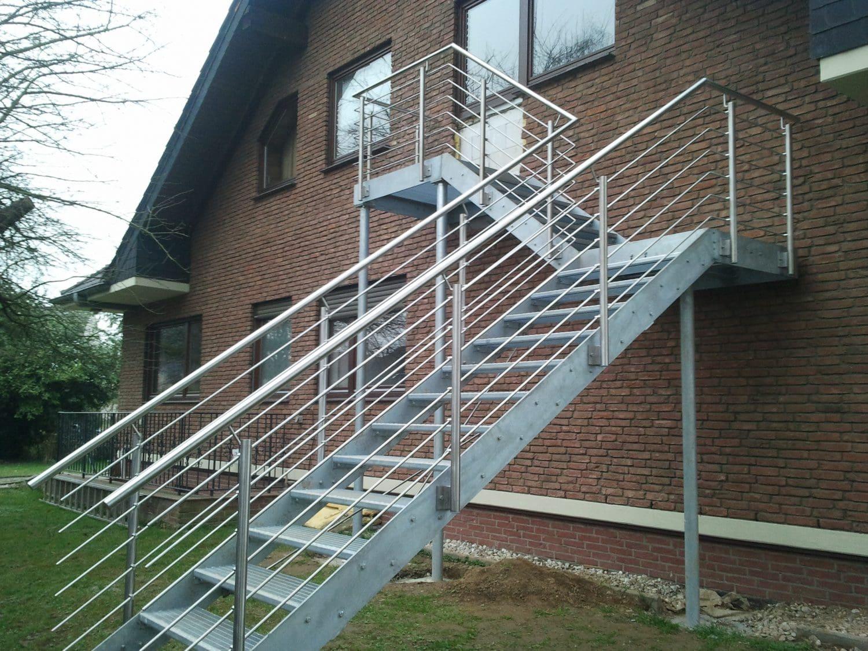 Treppen für den Außenbereich inklusive einem Edelstahl Treppengeländer